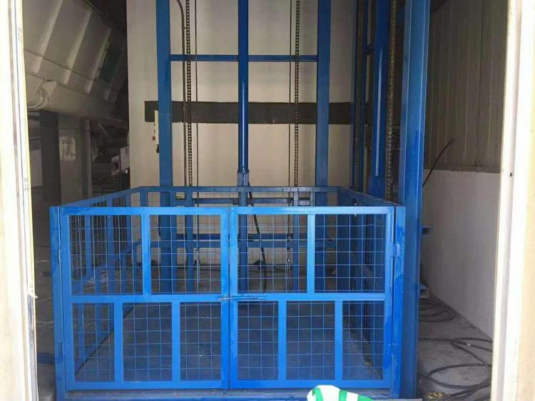 导轨升降货梯载重1吨升高10米台面2*2米厂房简易货梯固定轨道式升降机升降机械