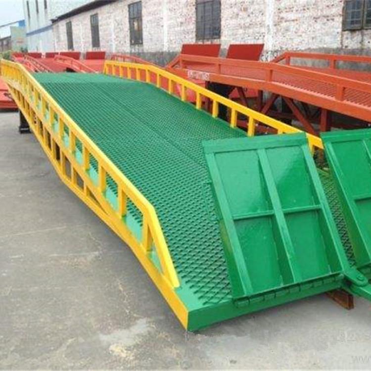 批量供应钢格网登车桥 10吨叉车卸货坡道装车平台 移动式液压登车桥